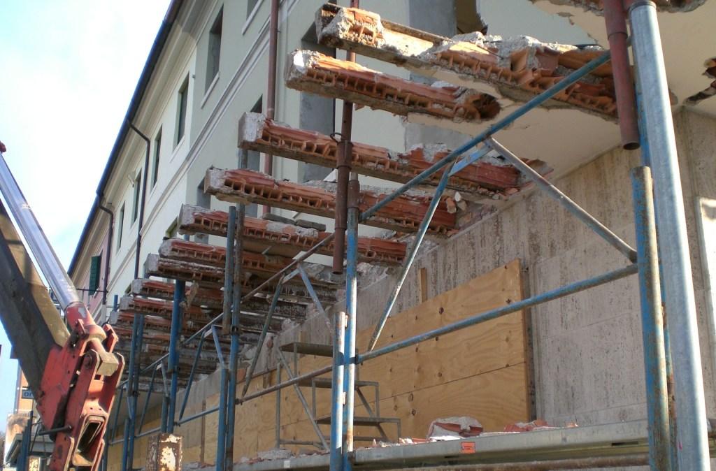 Demolizioni edili civili e industriali Zanella impresa edile Montebelluna