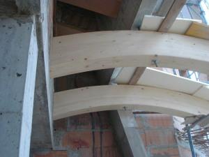 Travi-legno-curvi-nuova-costruzione-civile-zanella-costruzioni-edili-montebelluna-treviso